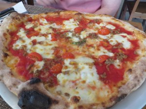 Jane had a lovely pie with sausage and fresh pomodori. Brother Rick had the classic Napoletana.