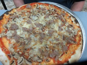 Ric's sausage & mushroom pizza. OK, but no great flavors.